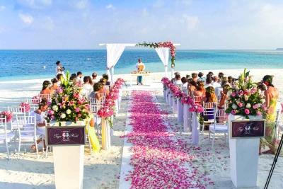 Matrimonio in spiaggia: tutto quello che c'è da sapere per il tuo sì tra le onde