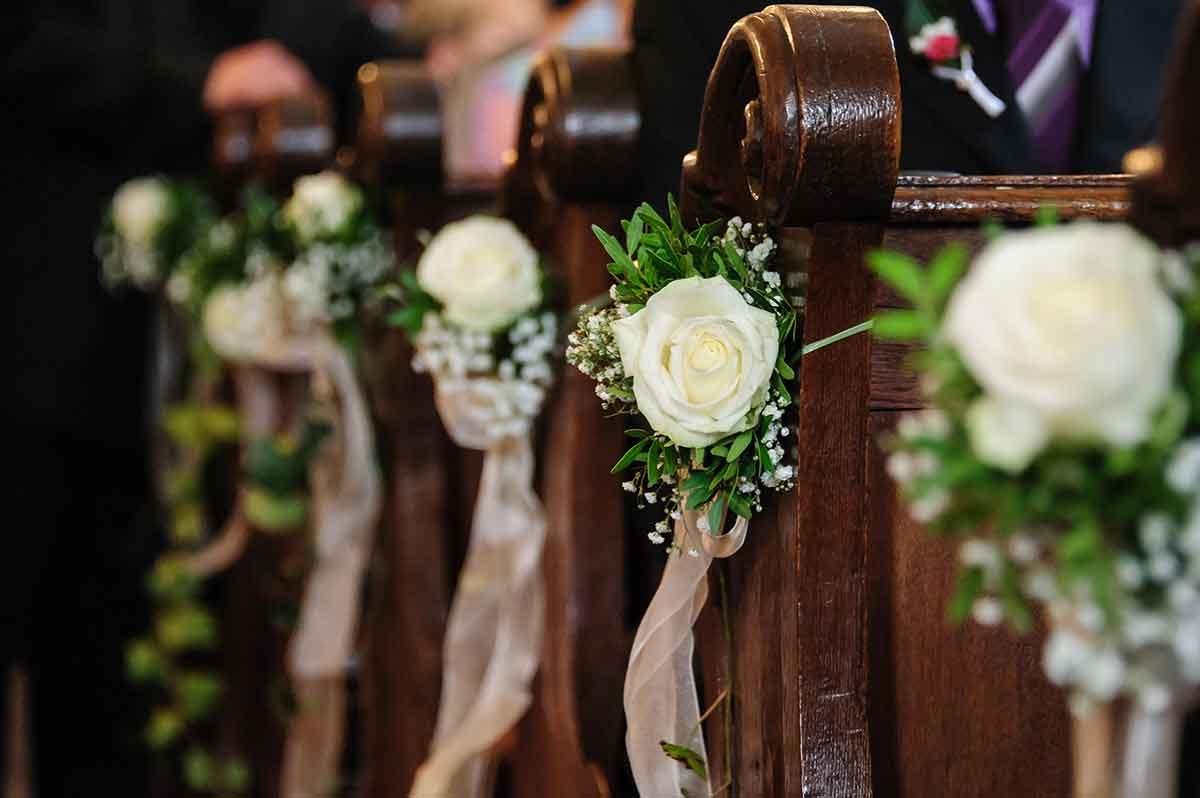 Matrimonio religioso: come decorare i banchi della chiesa